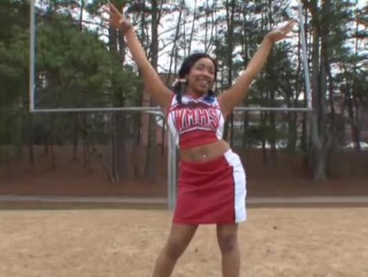 Imagen Negra jovencita seduce al entrenador y la folla
