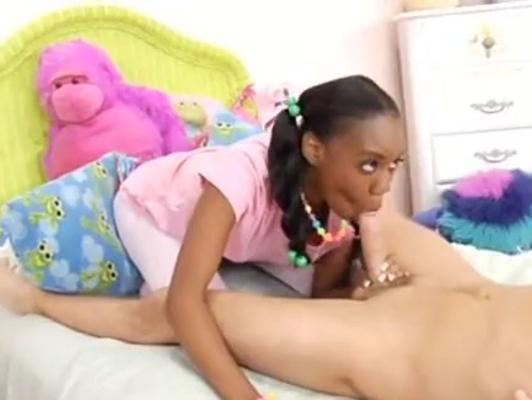 Imagen Negra jovencita follando con su cuñado