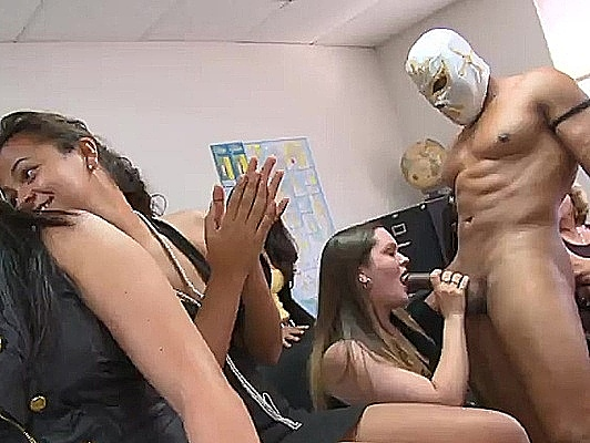 Imagen Despedida de soltera con las secretarias de la oficina