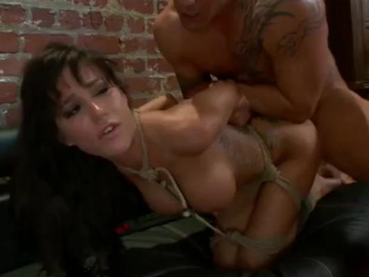 Imagen Bondage electrico extremo con una esclava sexual