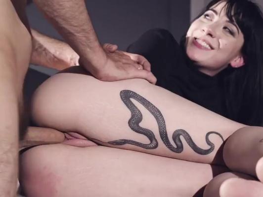 Imagen Tatuada bien puta quiere leche dentro de su coño