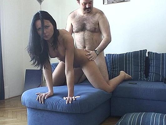 Imagen Corrida facial para una linda amateur en video porno casero