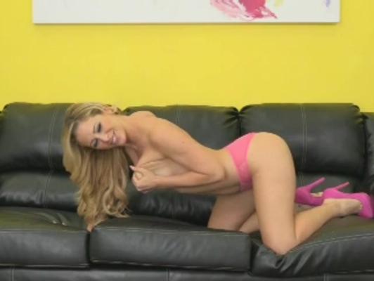 Imagen Sofa milf tiene sexo por la webcam en directo