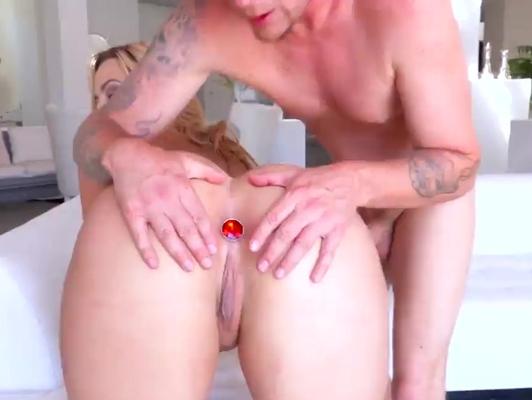 Imagen Rubia le encanta que le metan dildo en el culo
