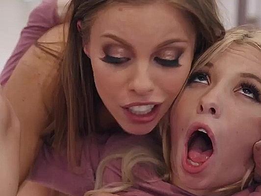 Imagen Madre e hija disfruta de un pollon y corrida facial