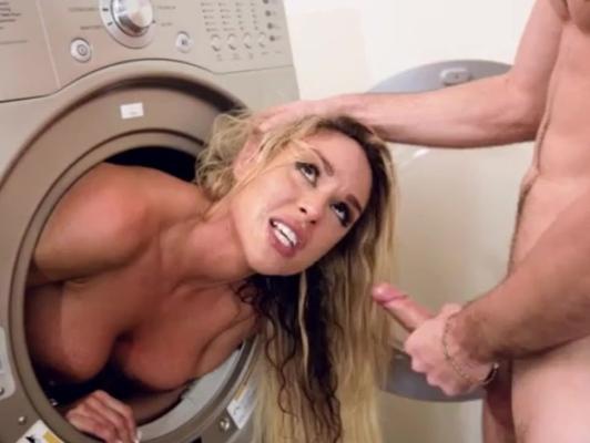 Imagen Madura cachonda tiene sexo en la lavanderia con su chico