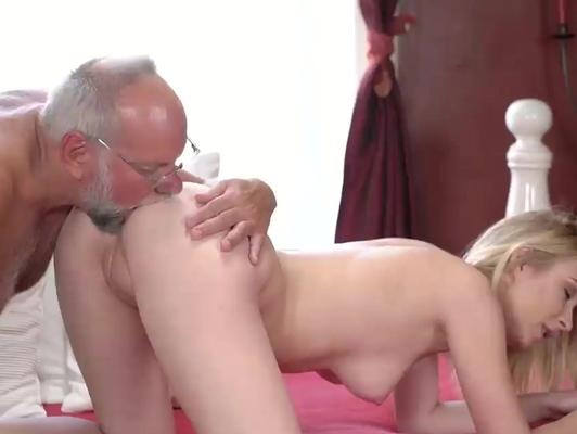 Imagen Jovencita de 18 años folla con su abuelo