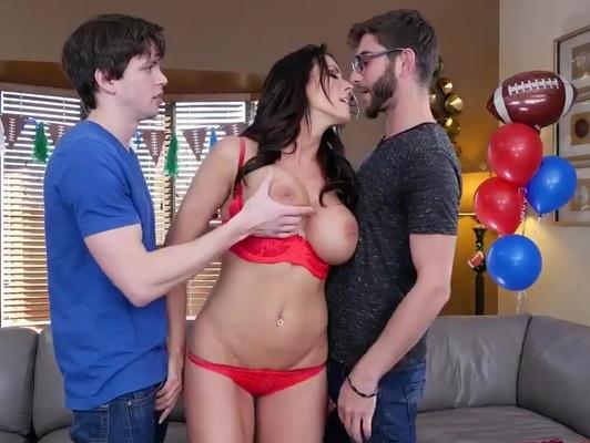 Imagen Madura bien perra quiere sexo duro con dos jovencitos