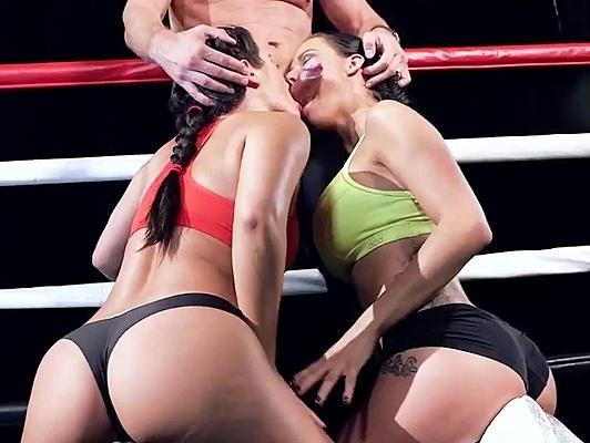Imagen Follando en un combate de boxeo con dos chicas con culazo