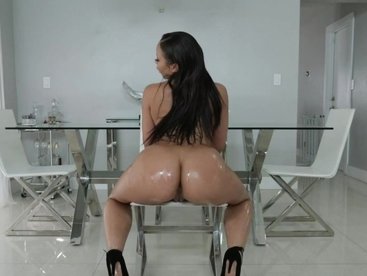 Imagen Latina bañada en aceite disfruta de un buen polvo xxx