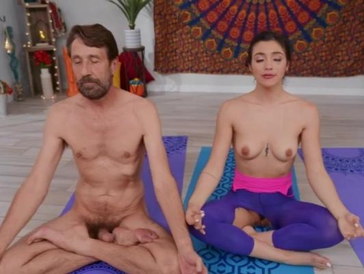 Imagen Deportista profesor de yoga quiere meditar follando