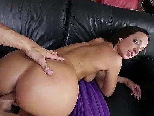 Imagen Corrida en la cara de una sexy latina con gran culo
