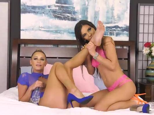 Imagen Lesbianas espectaculares lamen sus cuerpos