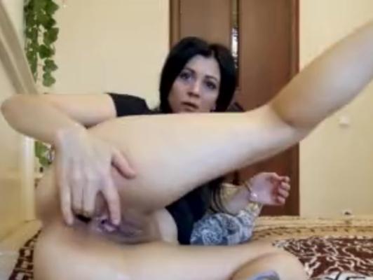 Imagen Masturbacion de joven juega con los dedos en el ojete