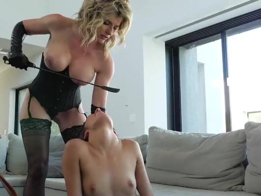 Imagen Lesbiana madura domina a una joven xxx