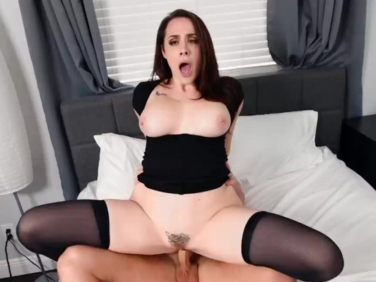 Imagen Sexo con una tetona con medias altas en la cama