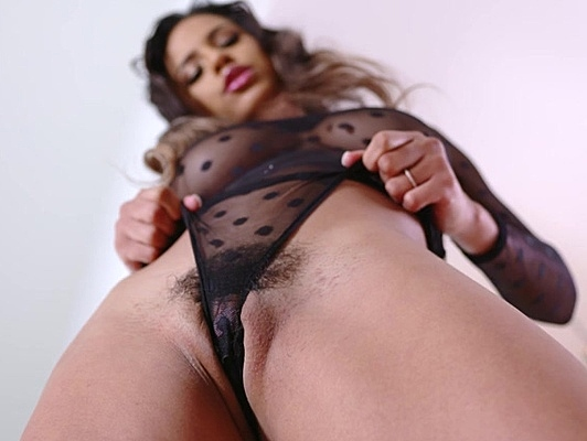 Imagen Mulata con culazo en lenceria follada cubierta de aceite