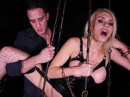 Imagen Follando el culo salvajemente a una esclava sexual