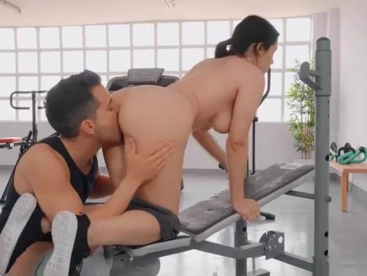 Imagen Gimnasio sexo con jovencita con culazo