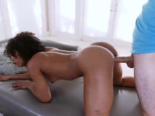 Imagen Interracial sexo con una morena culo sabroso