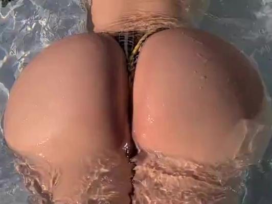 Imagen Culazo en la piscina follada dura